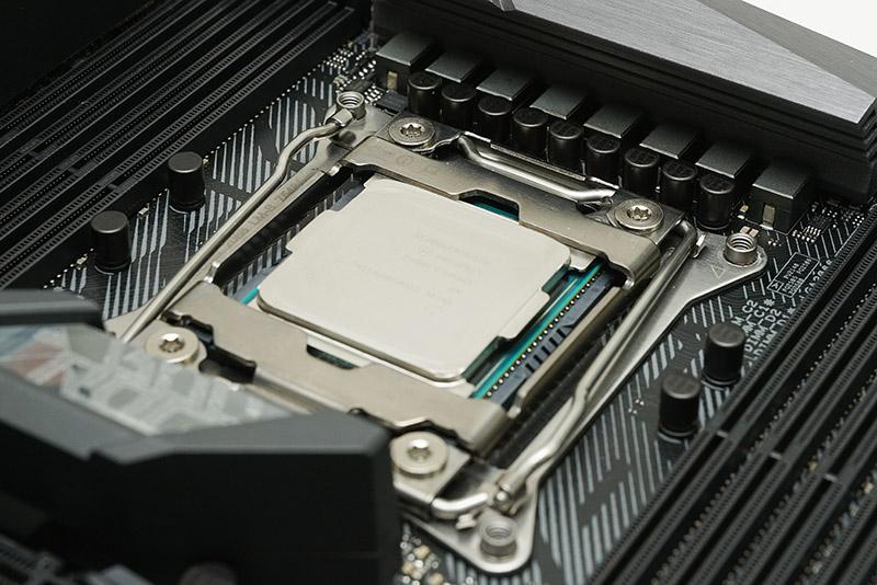 인텔은 프로세서 개발 과정에서 소프트웨어 및 하드웨어 제조사와 협력한다